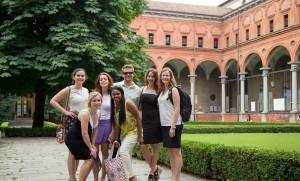 UCSC Jardin interno con alumnos